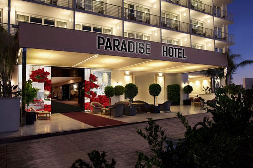 Fachada-interactiva-abierta-en-paradise-hotel